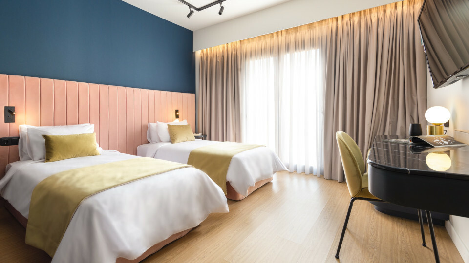 COLORS_Hotel_Athens-bussiness-economy.jpg?mtime=20210614181207#asset:275583