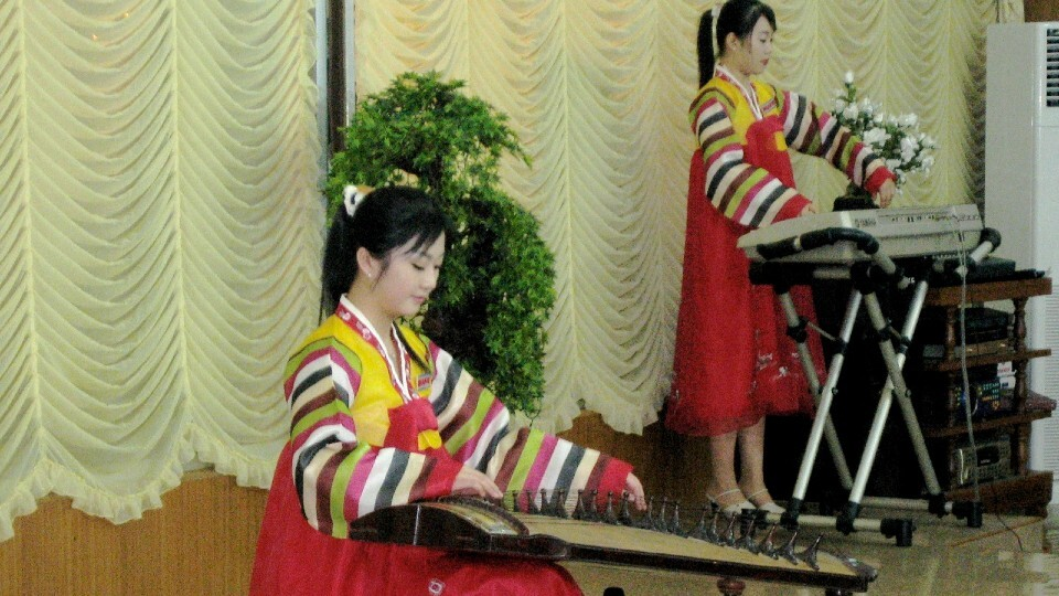Women_performing_at_the_Pyongyang_Restaurant.jpg?mtime=20200223194736#asset:168103