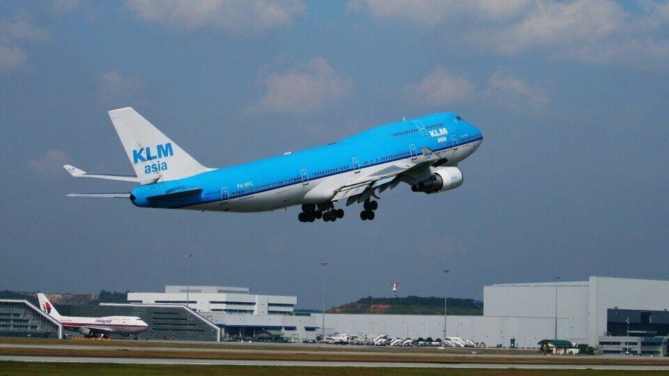 Γιατί η KLM ζητά από τους επιβάτες να ταξιδεύουν λιγότερο με αεροπλάνο